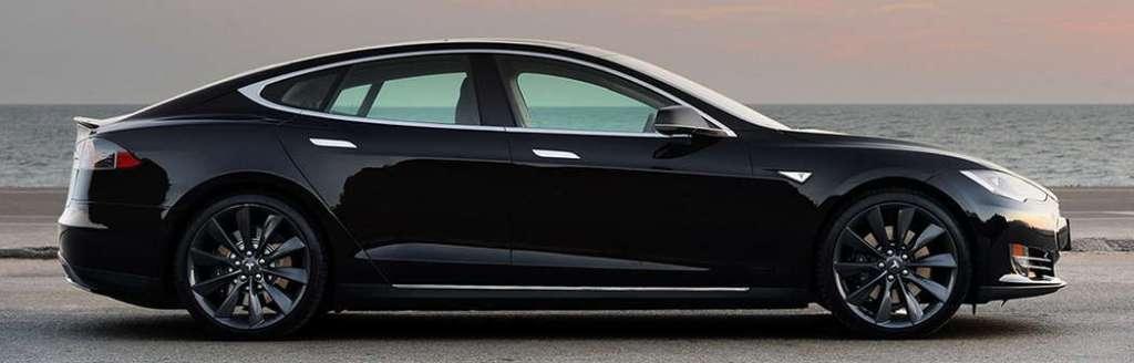 Автомобиль Tesla Motors Model S