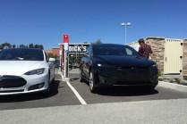 Фото и видео Tesla Model X, замеченных на улице