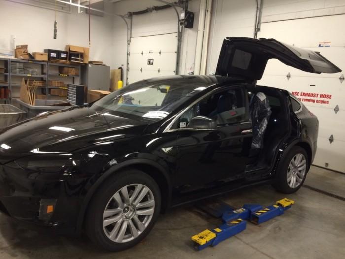 Tesla Model X на сервисе