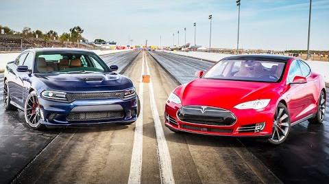 Tesla против Hellcat