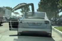 Видео: «крылья сокола» Tesla Model X в действии