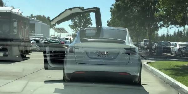 Двери Tesla Model X в действии