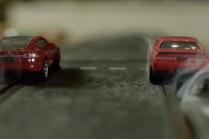 Видео: игрушечная Tesla P90D против Dodge Hellcat