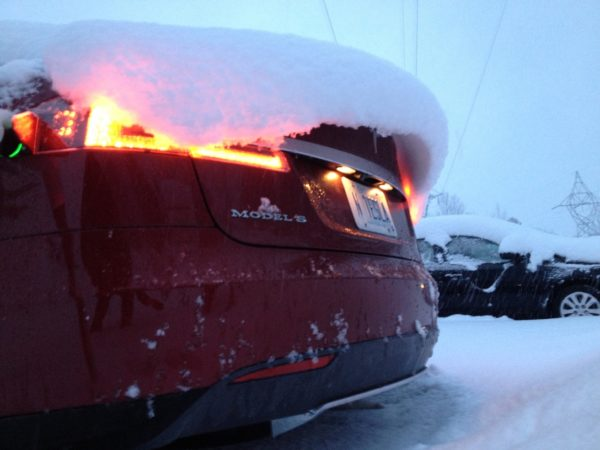 Tesla в снегу