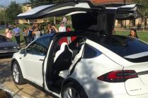 Электрокар Model X и машина времени DeLorean