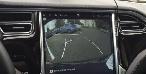 Автоматическая парковка на Tesla