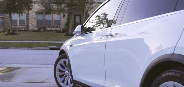 Передняя дверь Model X