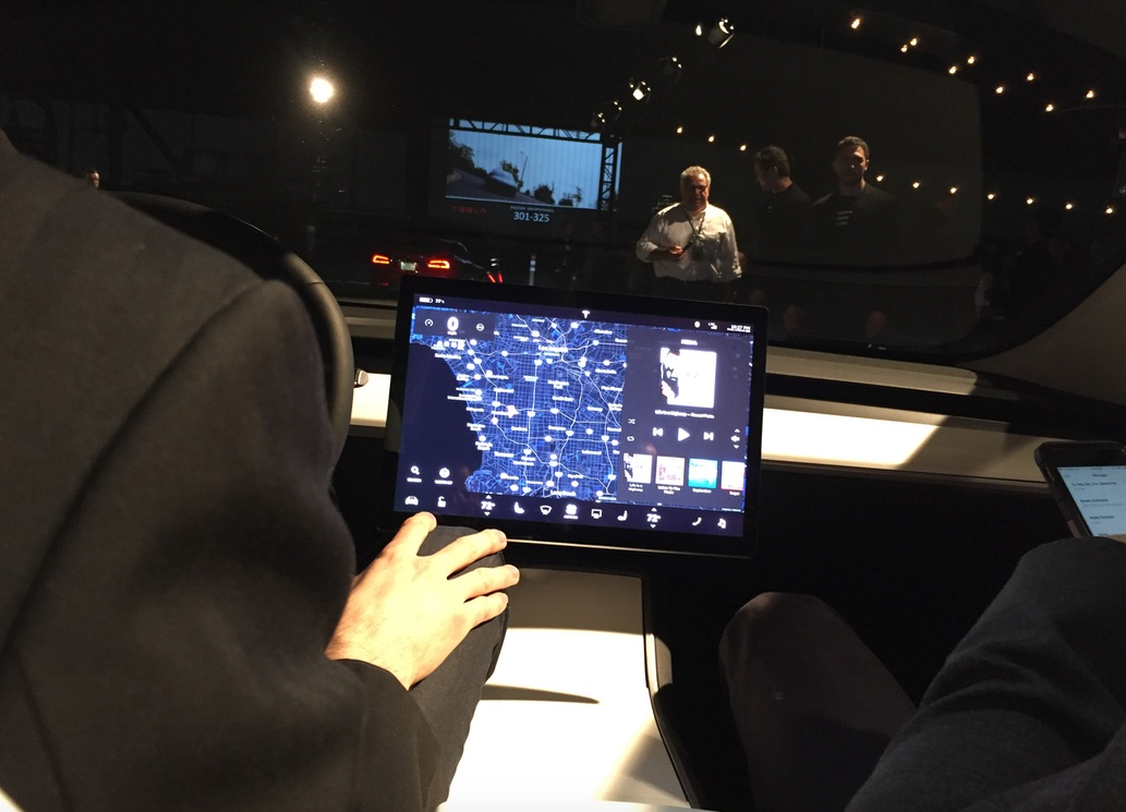 Сенсорный экран Model 3