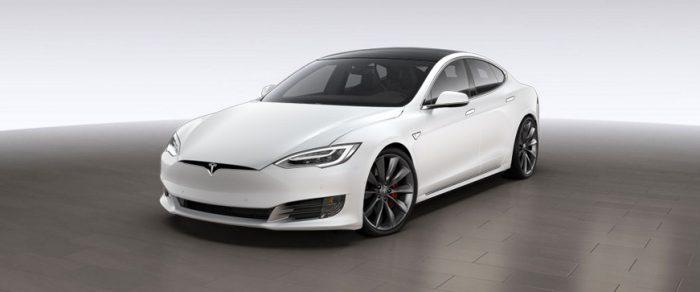 Белая Model S с редизайном