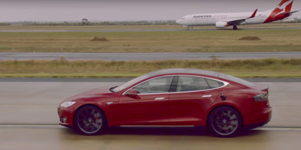 Tesla против самолета Boeing 737