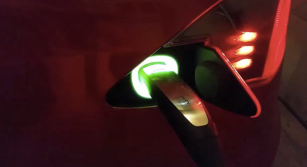 Пасхалка Tesla — радуга в зарядном порту