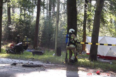 Спасатели и пожарные разбирают обломки