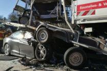 Водитель Model S выжил в серьезной аварии с грузовиком