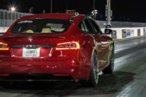 Тест-драйв: мощность и ускорение Tesla с разным зарядом