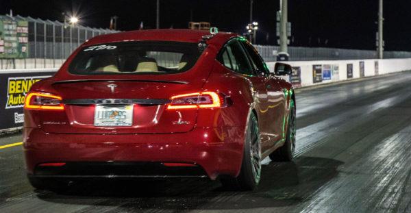 Драг-рейсинг на Tesla