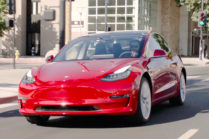 Первая поездка на Tesla Model 3: уменьшенная Model S в минималистском стиле