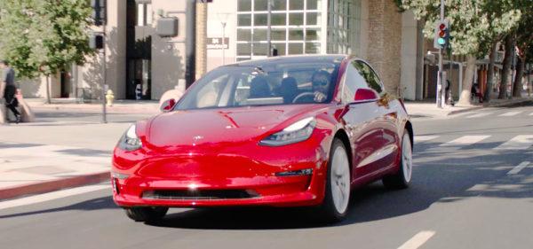 Красная Model 3