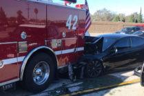 Tesla Model S столкнулась с пожарной машиной в Калифорнии
