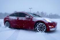 Видео: зимние развлечения с Tesla