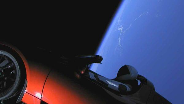 Roadster в космосе
