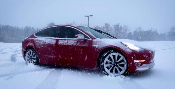 Tesla 3 в снегу