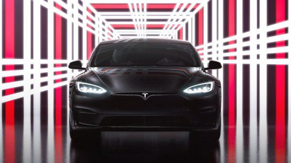 Обновленная Tesla Model S Plaid