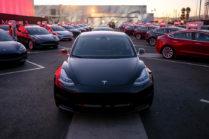 Tesla начинает поставки Model 3 в Европе с задержками