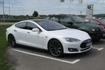Последствия от удара молнии для Tesla Model S